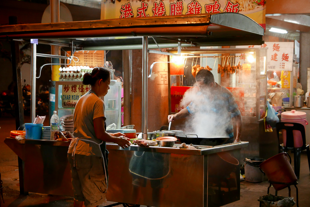 Hawkers at a Chinese night market, Georgetown, Penang (photo by Irina Stelea)